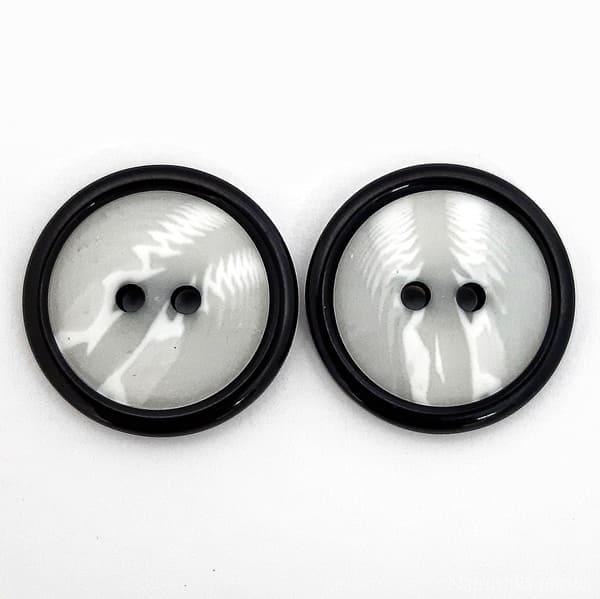 Пуговица белая с черным ободком, 21.6 мм