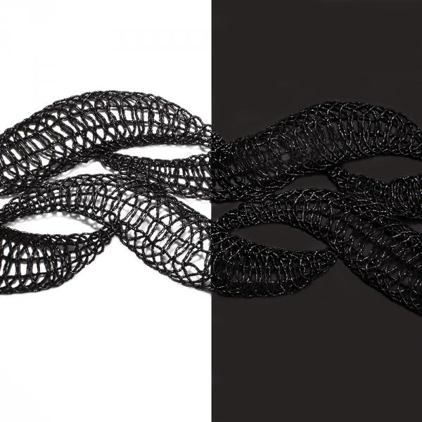 Лента металлизированная, чёрные листики, 8 см